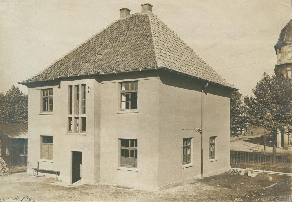 Das Musterhaus aus südöstlicher Richtung. Rechts die Einmündung der Scheffelstraße (Stadtarchiv Dortmund, Bestand 3, Nr. 3093)