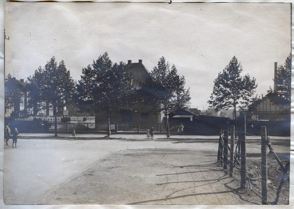 Blick aus der Scheffelstraße auf das fertige Musterhaus der Gewerkschaft Mannebach (Stadtarchiv Dortmund, Bestand 3, Nr. 3093)