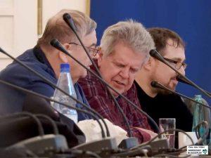 Richard Schmidt (Mitte) beklagte die Barrieren für Blinde und Sehbehinderte auf Seiten von Stadttöchtern.