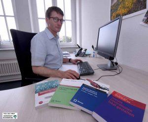 """Dr. Bastian Pelka, Wissenschaftler der Sozialforschungsstelle (SFS) in Eving, einer zentralen wissenschaftlichen Einrichtung der TU Dortmund, beschäftigt sich intensiv mit """"Digitaler Teilhabe""""."""