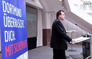 Rechtsdezernent Norbert Dahmen betonte die Wichtigkeit der engen Verknüpfung der Maßnahmen aller beteiligten Akteure: