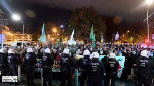 Auch am vergangenen Montag gingen wieder zahlreiche Menschen gegen den Neonazi-Aufmarsch auf die Straßen.