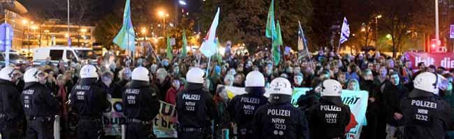Montagsdemos: Über 30.000 Menschen unterschreiben (erfolglos) für ein Verbot der Naziaufmärsche in Dortmund