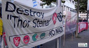 """Jeden Montag wird gegen den """"Thor Steinar""""-Laden in der City protestiert."""