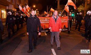 """Der Bundesvorsitzender der Partei """"Die Rechte"""", Sascha Krolzig un der Parteigründer Christian Worch führten eine Nazi-Demo durch die Nordstadt an. Foto: Alex Völkel"""