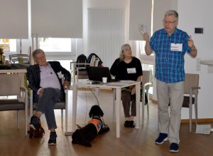 Richard Schmidt, Monika Hüggenberg und Norbert Leschner (v.l.) sind als Referent*innen bei den Schulungen in der Seniorenwohnstätte Eving dabei.