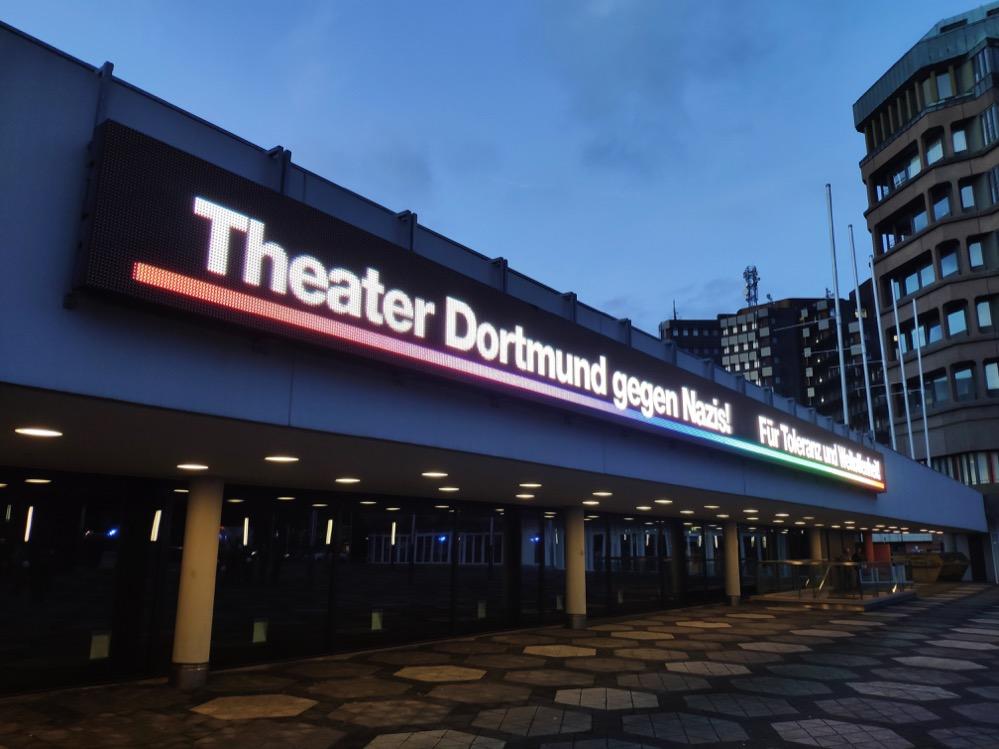 Klar gegen Rechtsextremismus positionierte sich das Theater Dortmund.