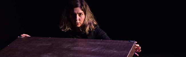 """Identität und die (Un-) Abhängigkeit des Individuums: Premiere von """"Die Geworfenen"""" im ROTO-Theater in der Nordstadt"""
