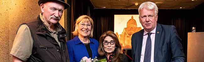 """Öl-Gemälde aus der Reihe """"Painting to remember – Zerstörung deutscher Synagogen"""" findet im Opernhaus eine neue Heimat"""