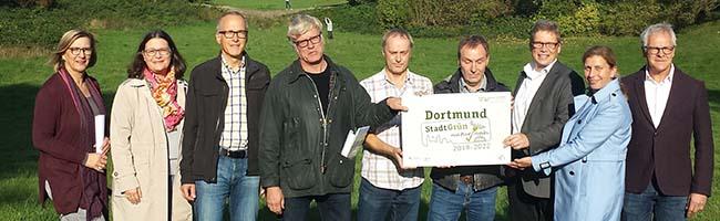 "Mehr Grün statt Grau – Präsentation des silbernen Labelpreises ""StadtGrün naturnah"" auf dem Hauptfriedhof"