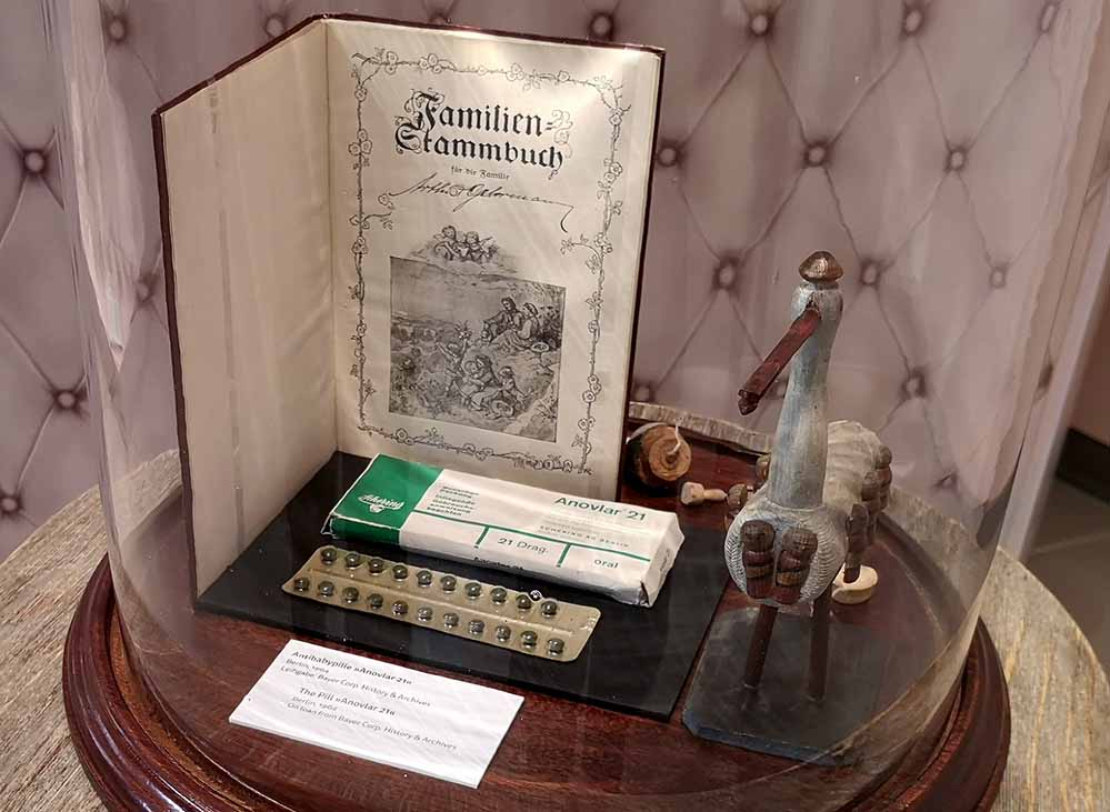Die erste Antibabypille im Museum Europäischer Kulturen. Foto: Medea7/ Wikipedia