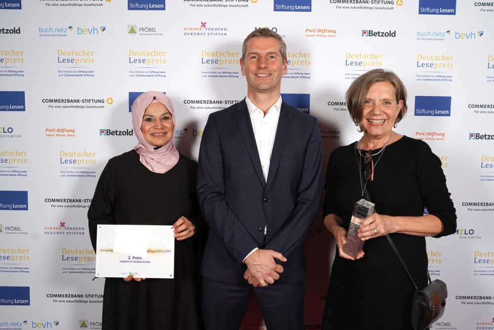 (v.l.) Fatoş Bozkurt, Stefan Spieker (Geschäftsführer FRÖBEL e.V.) und Gabriele Braß. Foto: Stiftung Lesen / Sascha Radke
