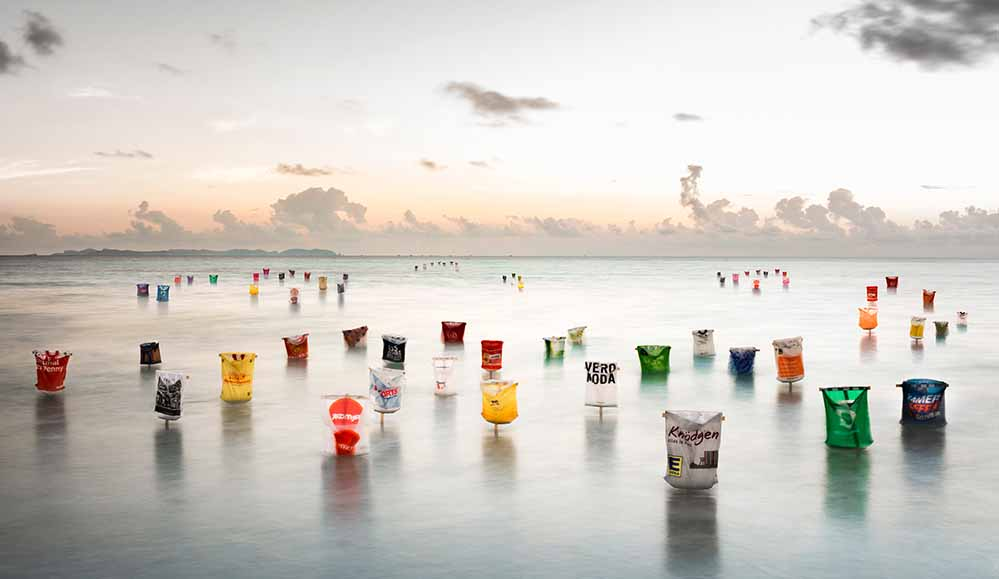 """""""Plastik -Army"""" - von Dirk Krüll in der Ausstellung """"Follow the water"""" im Depot."""