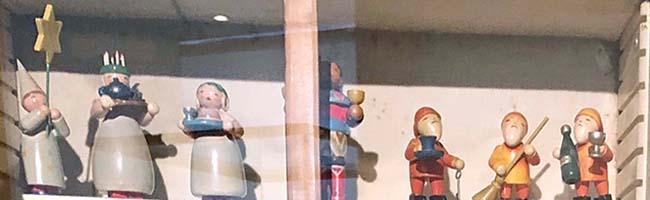 Himmlische Heerscharen im MKK Dortmund: Kleine handgemachte hölzerne Engel erinnern an Weihnachten