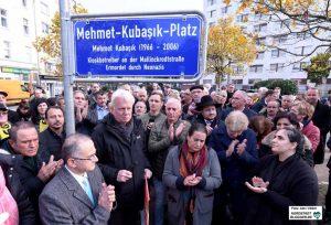 Jenseits von Staatsangehörigkeit und Religion: Trauer und Entschlossenheit bei der Benennung. Fotos: Alex Völkel