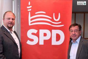 SPD-Fraktionsgeschäftsführer Andrew Kunter und Finanzpolitiker Heinz-Dieter Düdder stellten die Haushaltsanträge vor. Foto: Alex Völkel