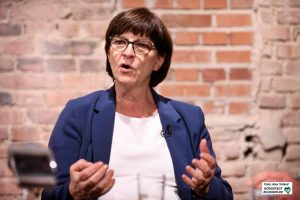 Saskia Esken bewirbt sich gemeinsam mit Norbert Walter-Borjans um den SPD-Vorsitz auf Bundesebene.