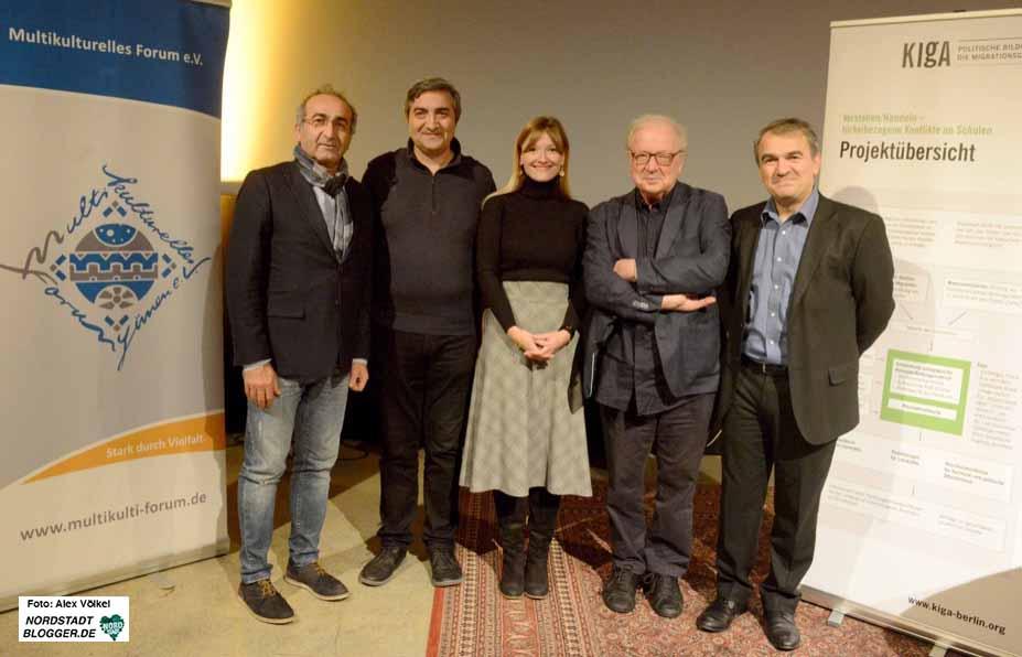 Kenan Kücük vom Multikulturellen Forum begrüßte Kemal Bozay, Deniz Greschner, Osman Okkan und Aycan Demirel (v.l.i.) in der Nordstadt. Fotos: Alex Völkel
