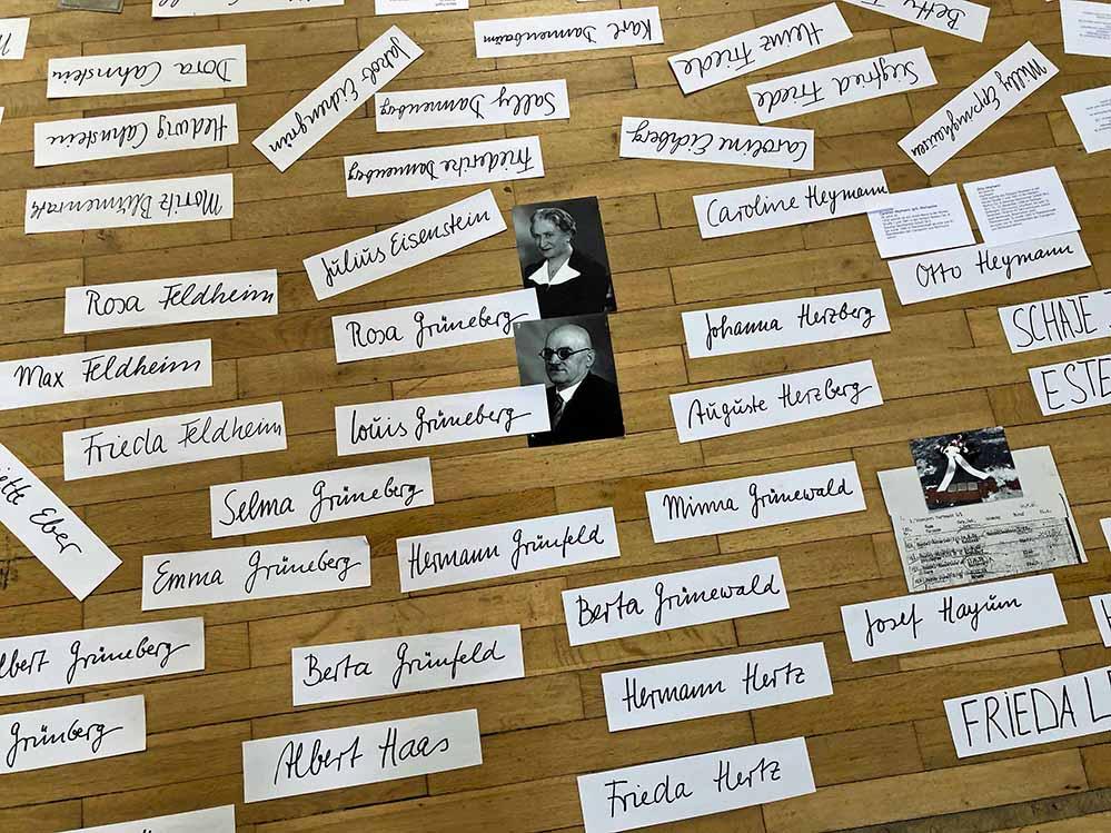 Ausschnitt von einem Gedenkbild mit Namen von DortmunderInnen, die am 29. Juli 1942 von Dortmund nach Theresienstadt deportiert wurden. Fotos: Joachim vom Brocke