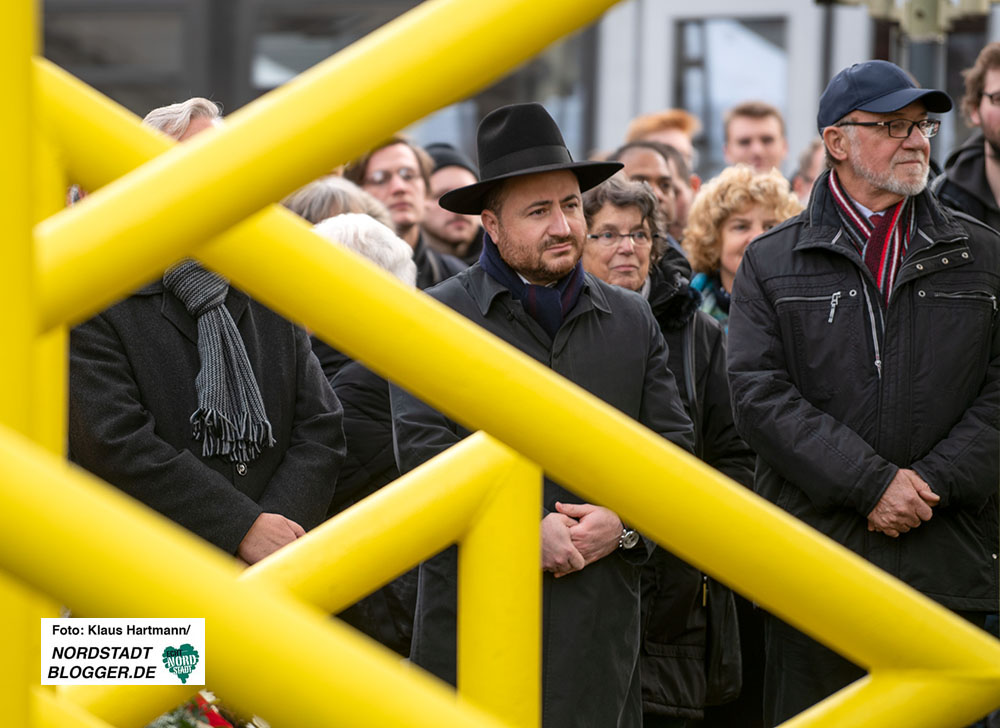 Gedenken an die Pogromnacht in Dorstfeld am Denkmal der alten Synagoge - Rabbiner Baruch Babaev und Hartmut Anders-Hoepgen.