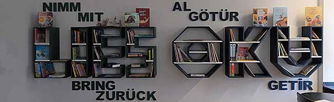 """""""Bücherregalkampagne"""" zum Vorlesetag am Borsigplatz – frei nach dem Motto: """"Schock deine Eltern! Lies ein Buch!"""""""