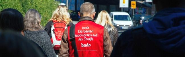 Neustart: bodo-Verkäufer*innen nehmen den Straßenverkauf wieder auf – Verein versorgt sie mit Schutzmasken