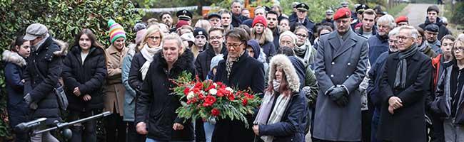 Gedenken zum Volkstrauertag: Mahnung für den Frieden und den Kampf gegen Nationalismus und Populismus in Europa
