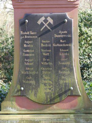 Namenstafel des Grabmals auf dem Ostfriedhof