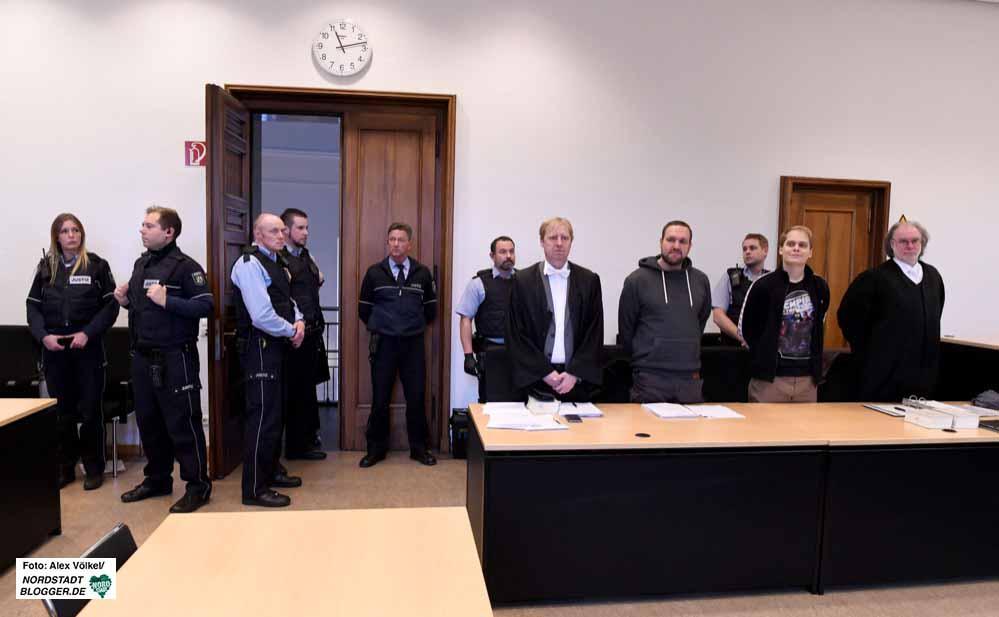 Unter großem Sicherheitsaufwand fand das Verfahren vor dem Schöffengericht statt. Fotos: Alex Völkel