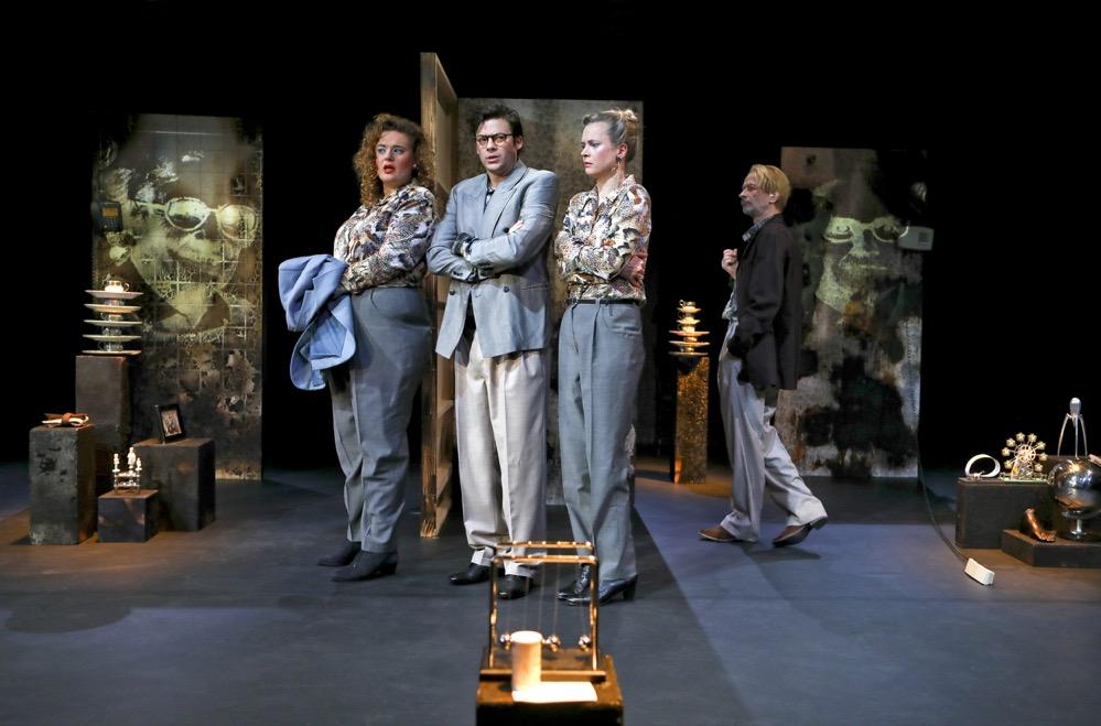 """Probenfotos zu """"Der Widersacher"""" mit Marlena Keil,Björn Gabriel,Caroline Hanke undUwe Rohbeck. Foto: Birgit Hupfeld"""