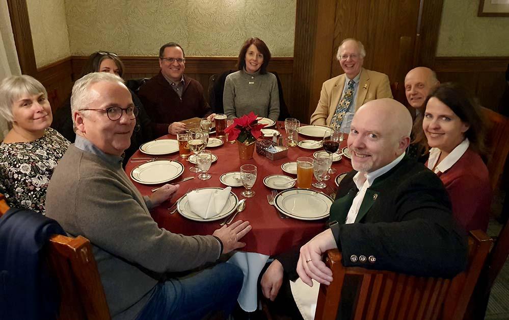 Klaus Wegener, Präsident der Auslandsgesellschaft (vorne li.) mit den Partnern des Buffalo-Dortmund Sister City Committee in Buffalo. Foto: Auslandsgesellschaft