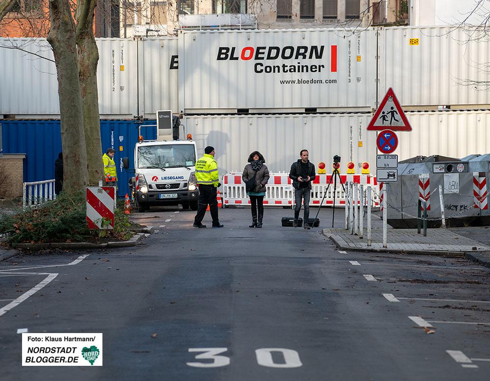Evakuierung Klinikviertel. Mit Containern versperrte Luisenstraße. Foto: Klaus Hartmann