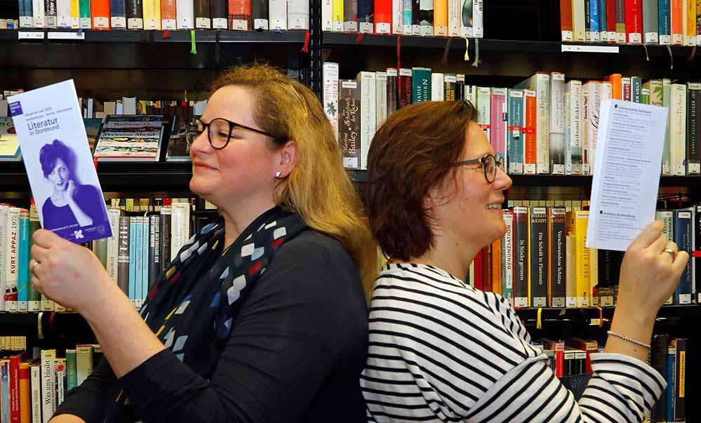 Isabel Pfarre (Kulturbüro, links) und Claudia Vennes (Stadt- und Landesbibliothek, rechts). Foto: Gaye Suse Kromer, Dortmund-Agentur