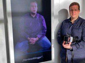 Alexander Völkel, Gründer und Redaktionsleiter der Nordstadtblogger, vor seinem Video in der DASA. Foto: Michael Hermes