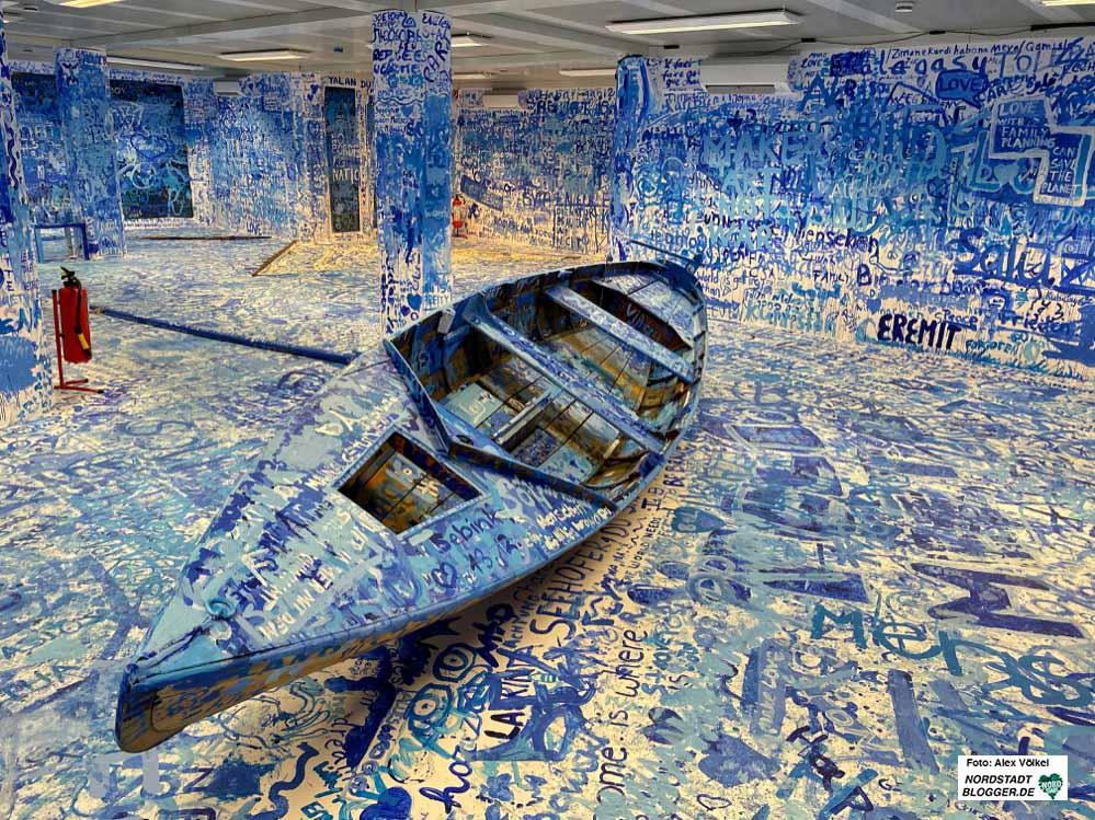 """Im Laufe von drei Monaten haben knapp 10.000 Menschen das partizipative Kunstwerk """"Add Color (Refugee Boat)"""" im Container unter dem Dortmunder U besucht. Fotos: Alex Völkel"""