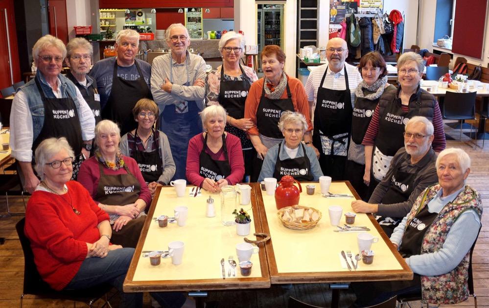 Das Team der Wickern-Suppenküche kochtet jeden Mittwoch - auch an Neujahr. Fotos: Susanne Schulte