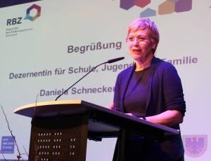 Schuldezernentin Daniela Schneckenburger