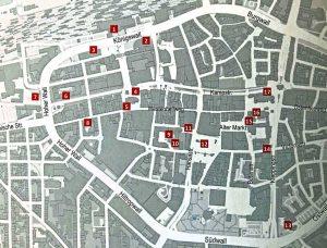 Ein Stadtplan weist den richtigen Weg.