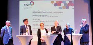 Talkrunde: von links Prof. Buschfeld, Markus Herber, Andrea Schendekehl, Ulrich Rüffin, Daniela Schneckenburger und Susanne Blasberg-Bense.