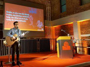 Musikalische Beiträge während des Festaktes steuerte Timur (Gesang/Gitarre) bei.