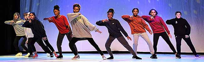 """""""Get on Stage"""" brachte rund 1.000 junge Tänzer*innen zwischen 6 und 27 Jahren in Dortmund auf die Bühne"""
