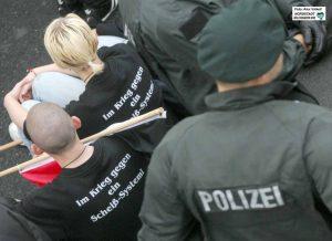 Neonazi-Aufmarsch zum Nationalen Antikriegstag in Dorstfeld 2007 - einer der Anlässe für den Aktionsplan. Archivbild: Alex Völkel