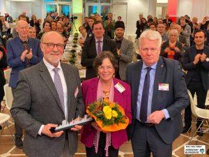 OB Ullrich Sierau dankte Hartmut Anders-Hoepgen und dessen Frau für das ehrenamtliche Engagement.