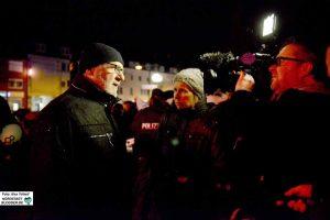 Zahlreichen Medienvertreter*innen stand Hartmut Anders-Hoepgen Rede und Antwort. Oft hat er sich über die Beiträge geärgert. Foto: Alex Völkel