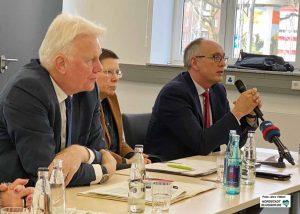 OB Ullrich Sierau, Gesundheitsdezernentin Birgit Zoerner und Gesundheitsamtsleiter Dr. Frank Renken informierten.