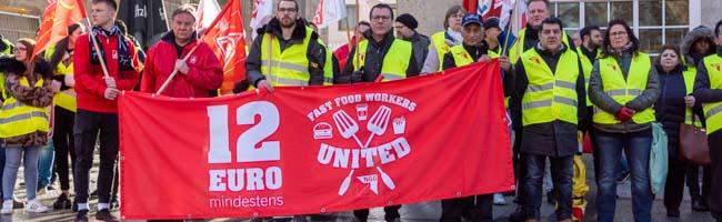 NGG fordert 12 Euro Mindestlohn für Angestellte der Systemgastronomie und rät zu Betriebsräten in Kleinbetrieben