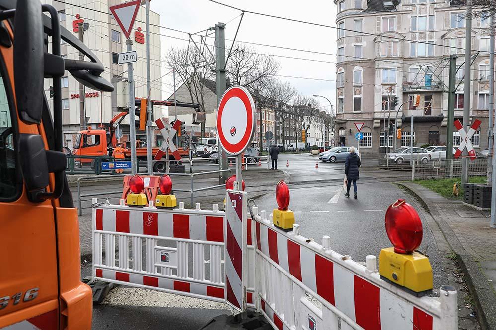 Das Abbiegen von der Münsterstraße in die Lortzingstraße ist zumindest in Fahrtrichtung Innenstadt seit mehr als zwei Jahren nicht möglich.