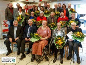 14 Frauen und Männer erhielten das Ehrenzeichen der Arbeiterwohlfahrt für ihr Engagement in den Ortsvereinen.