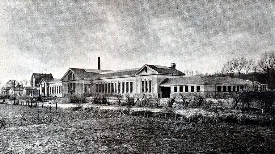 Die Hauptwerkstätte der Straßenbahn an der Immermannstraße. Links ist das Verwaltungsgebäude erkennbar. (Strobel: Dortmund. Bilder und Worte über Sein und Werden der Stadt. Dortmund, 1920)