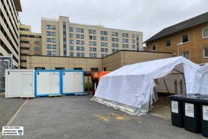 Auf der Nordseite den Klinikums-Nord (Beethovenstraße) wird ein Corona-Diagnostik- und Behandlungszentrum errichtet.